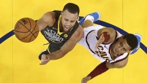 Curry verzaubert alle mit einem neuen Rekord
