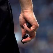 Harte 90 Minuten: Ein Fußballspiel wird zur Ewigkeit für einen Schiedsrichter in Schwierigkeiten