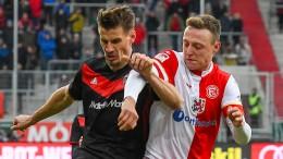 Düsseldorf verliert Platz eins