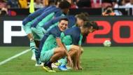 Mesut Özil (vorne) erlebte mit Arsenal einen kuriosen Fußballtag.