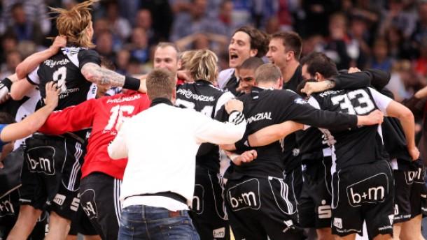 Handball bundesliga kiel siegt in hamburg und ist auf dem for Depot balingen