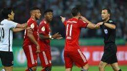 Der Schiedsrichter lässt die Bayern brodeln