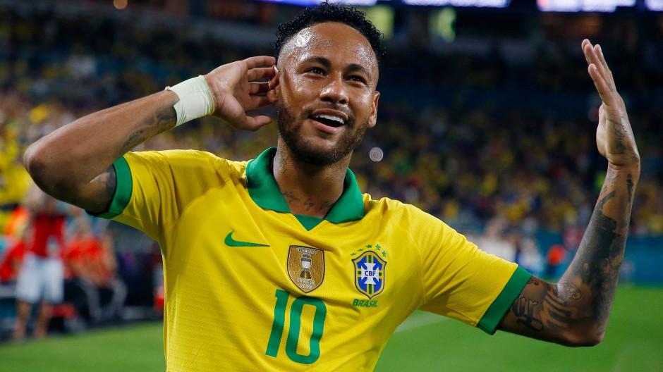 Ist das auch genug Applaus? Neymar endlich wieder in seinem Lieblingstrikot.