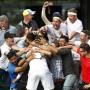 Gefeiert von seinen Freunden: Marcus Willis steht in Wimbledon in Runde zwei