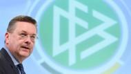 Jurist, Journalist, Politiker – DFB-Präsident: Reinhard Grindel.