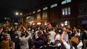 Fans in England ignorieren Corona-Regeln völlig