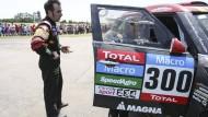 Erste Etappe, erstes Problem: Nani Roma neben statt in seinem Wagen