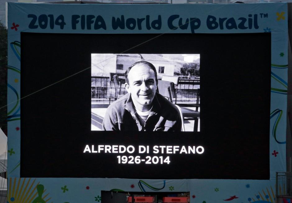 """Leinwand in Brasilien: In Gedenken an den ersten """"totalen Fußballer"""" Di Stéfano"""