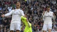 Diesen Ball hätte Gareth Bale (rechts) besser Cristiano Ronaldo überlassen