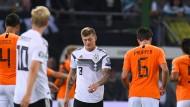 Geknickt: Die deutsche Elf um Toni Kroos sucht nach ihrer Form.