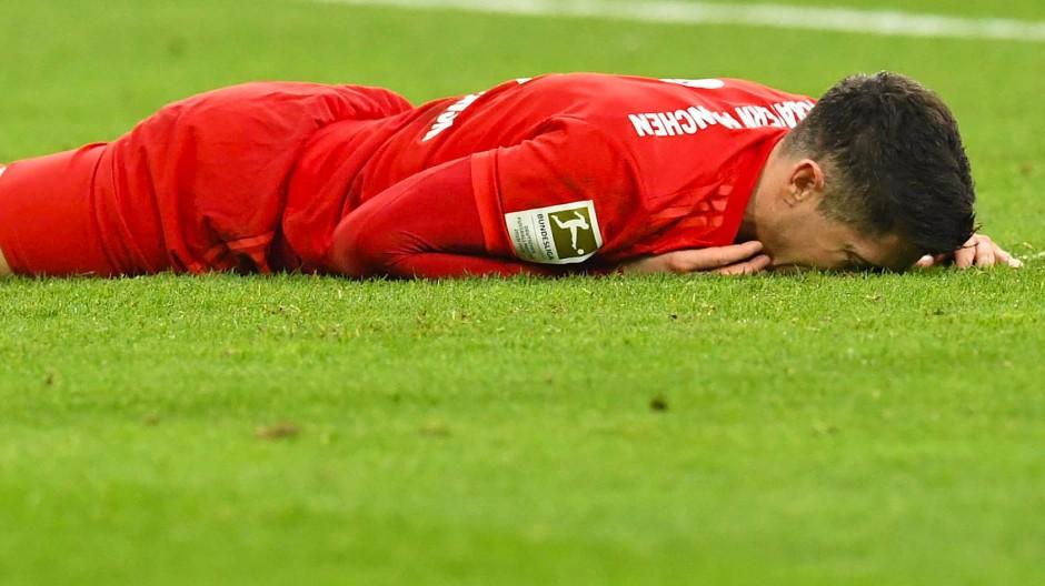 Am Boden: Robert Lewandowski hat die Torschusspanik.
