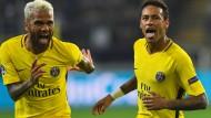 So feiert PSG: Die Brasilianer Neymar (r.) und Alves