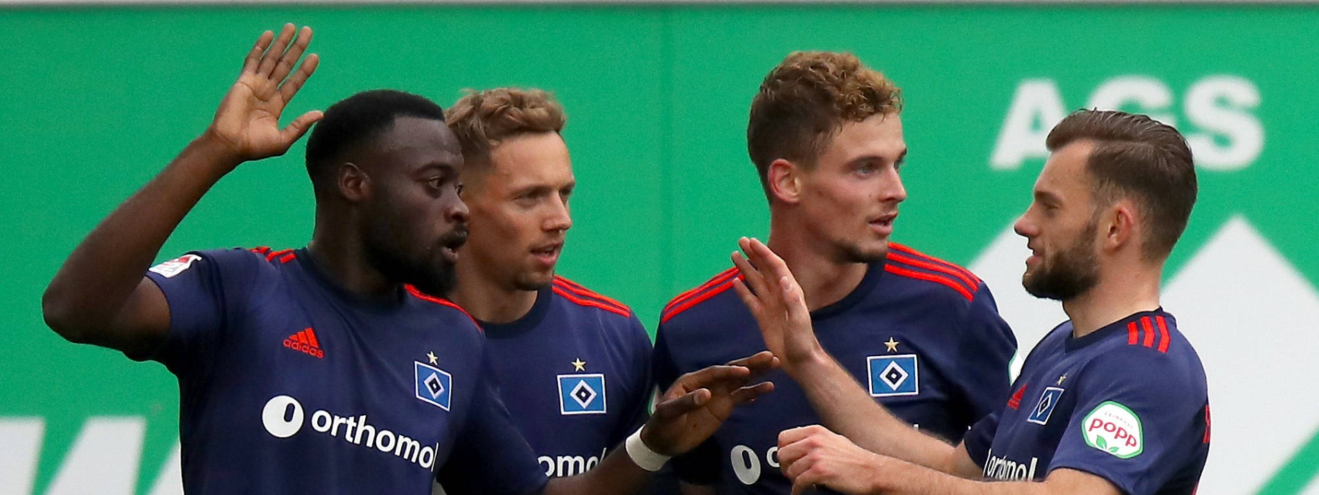 HSV erobert Platz eins in Unterzahl
