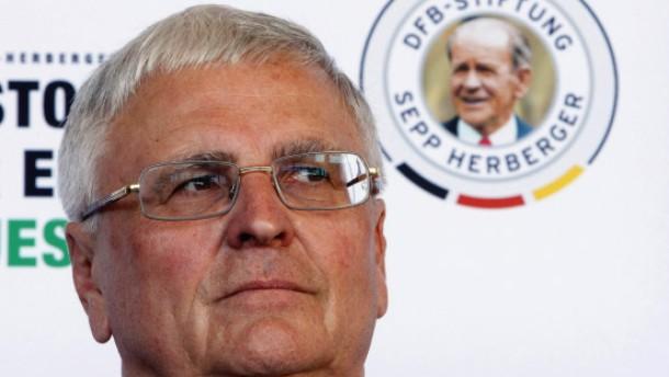 Kein Rücktritt: Theo Zwanziger will DFB-Präsident bleiben