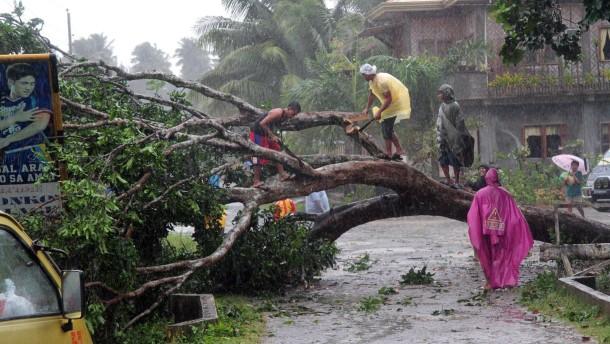 "Mindestens 238 Tote nach Taifun ""Bopha"""