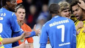 Dortmund gewinnt hitziges Duell