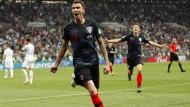 Mario Mandzukic bejubelt seinen Treffer zum 2:1-Endstand, der die Kroaten ins WM-Finale bringt.