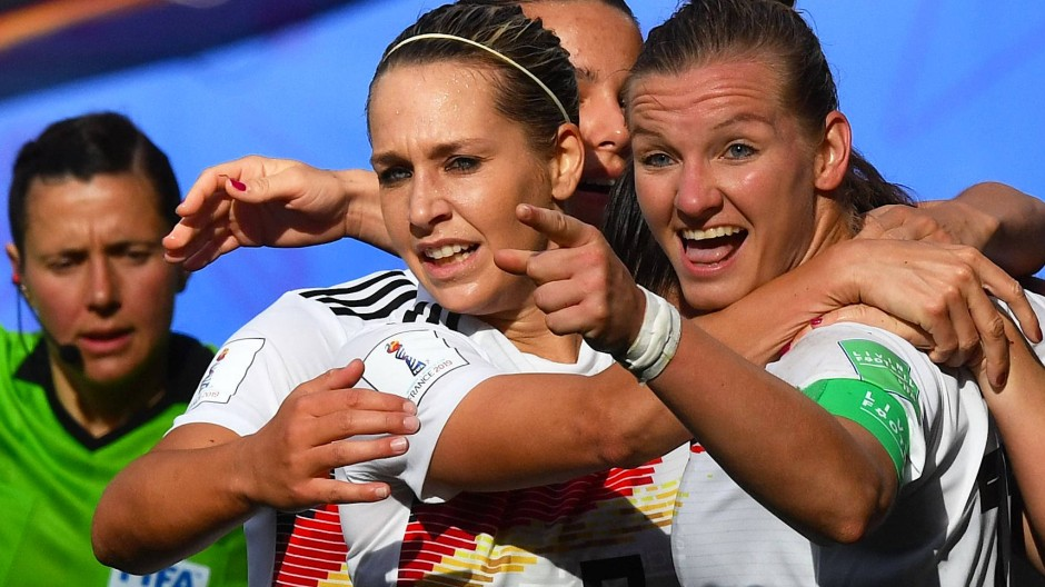 Erfolgreicher Zusammenhalt: Deutschland besiegt auch Spanien.