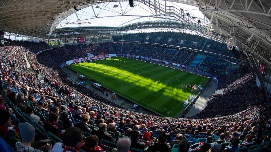 Volles Haus wie hier in Leipzig im März wird es auch mit den DFL-Plänen nicht geben. Doch Zuschauer sollen zurück in die Stadien.