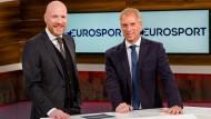 Experten Matthias Sammer (links) und Moderator Jan Henkel, der von Sky kommt, präsentieren die Bundesliga bei Eurosport.