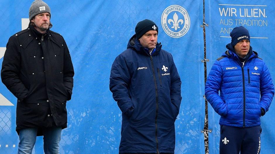Unter Beobachtung: Sportdirektor Carsten Wehlmann, Scout Tom Cichon und Trainer Markus Anfang (von links)