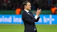 Am Ende grinsend auf dem Rasen: Niko Kovac gewinnt mit dem FC Bayern München den DFB-Pokal.