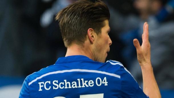 Huntelaar bringt Schalke ein Schrittchen voran