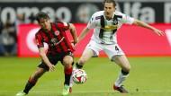 Wieder für die Eintracht vom Main am Ball: Nelson Valdez (rechts), hier gegen Gladbach im Einsatz