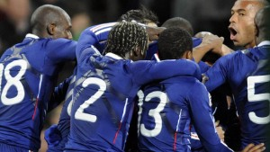 Anelka beruhigt die französischen Nerven
