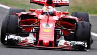 Unerhört und anscheinend nicht vorhersehbar: Die Gummiwalzen an Vettels Ferrari werfen Blasen, die vorne links ist geplatzt.