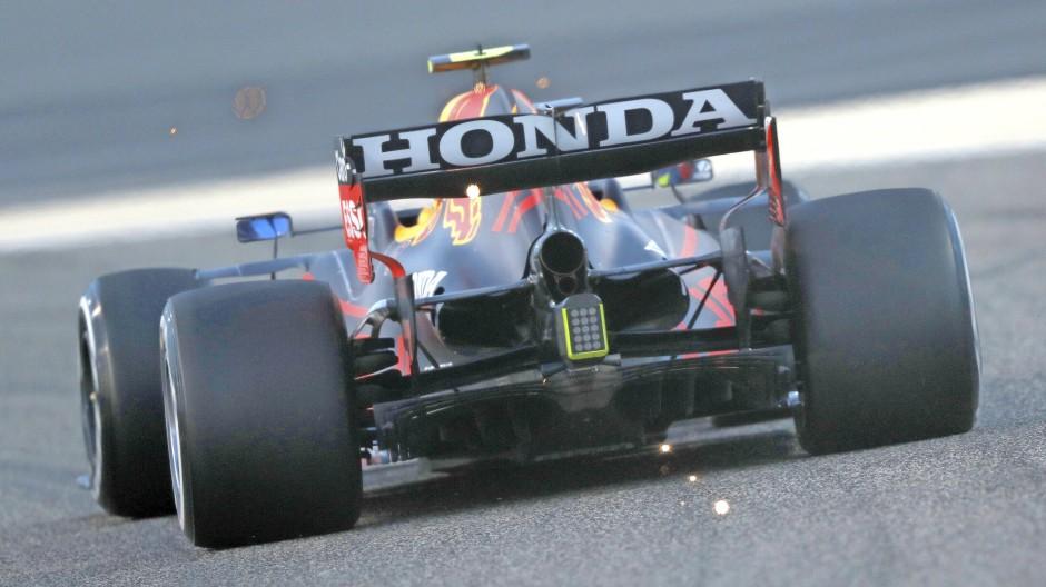 Verfolgungsrennen mit maximaler Motivation: Red Bull und Honda wollen endlich an Mercedes vorbei. Auf der Geraden mit bis zu 360 km/h.