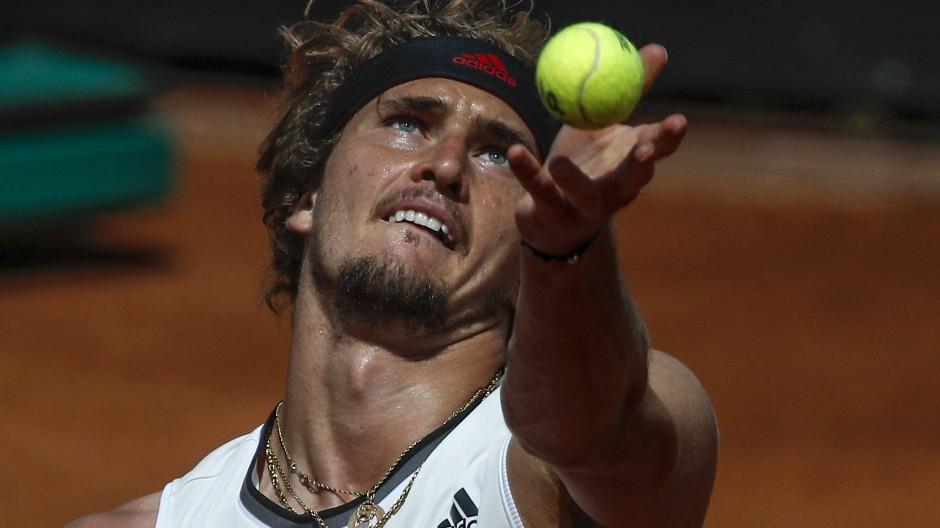 Konzentriert in die nächste Runde: Alexander Zverev gewinnt sein Achtelfinale in Rom.