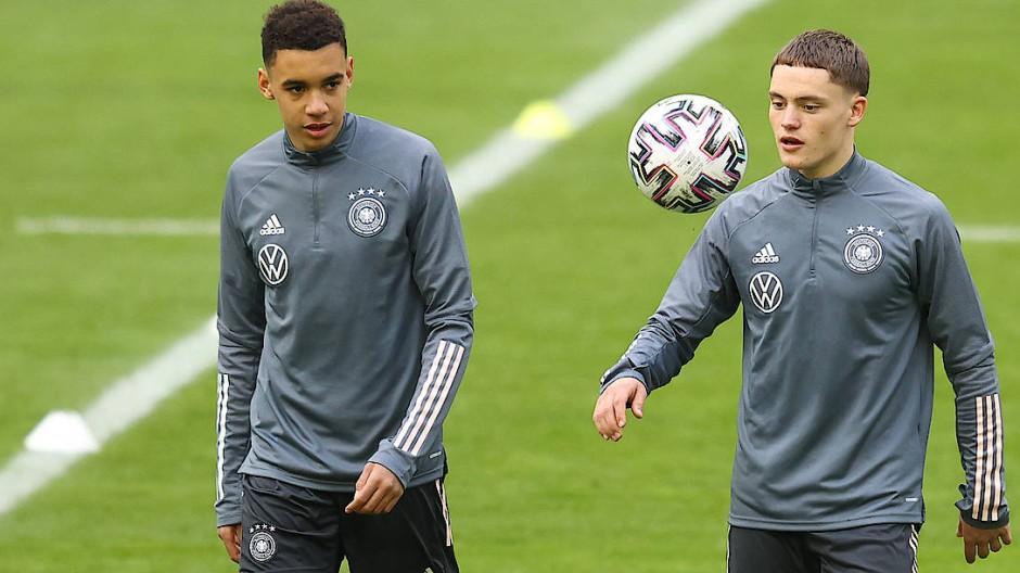 Jamal Musiala (links) und Florian Wirtz beim Training mit der Nationalmannschaft.