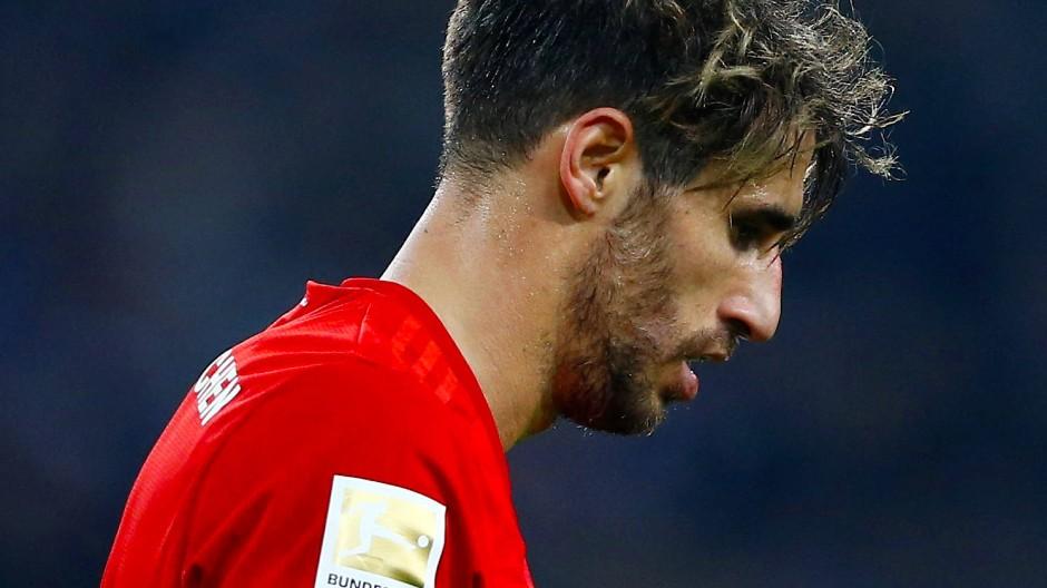 Geknickter Bayer: Javi Martinez' Foul ermöglicht Gladbach den Sieg im Topspiel.