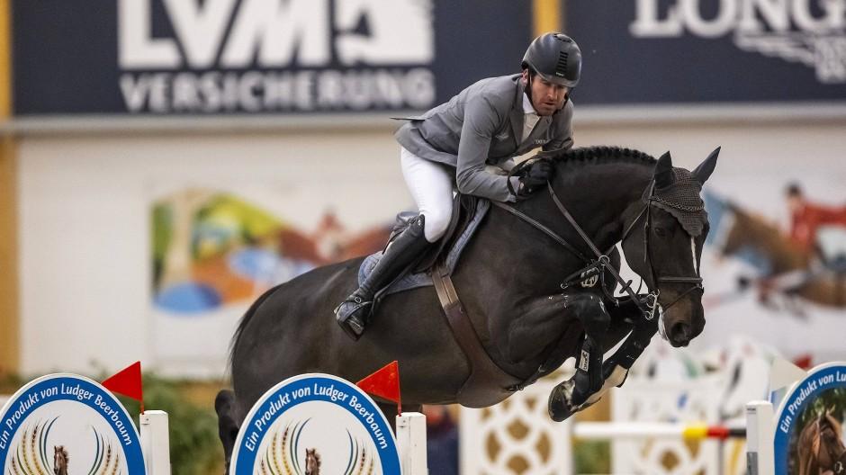 Meisterschaften in Riesenbeck: Heimspiel für Philipp Weishaupt mit seinem Pferd Asathir