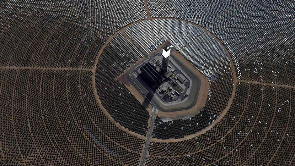 Lieber auf Sonnenkraft setzen als auf Öl: Ein Solarpark in der kalifornischen Mojave-Wüste