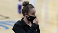 """""""Ein bedeutender Moment"""": Assistentin Becky Hammon übernimmt zwischenzeitlich bei den San Antonio Spurs."""