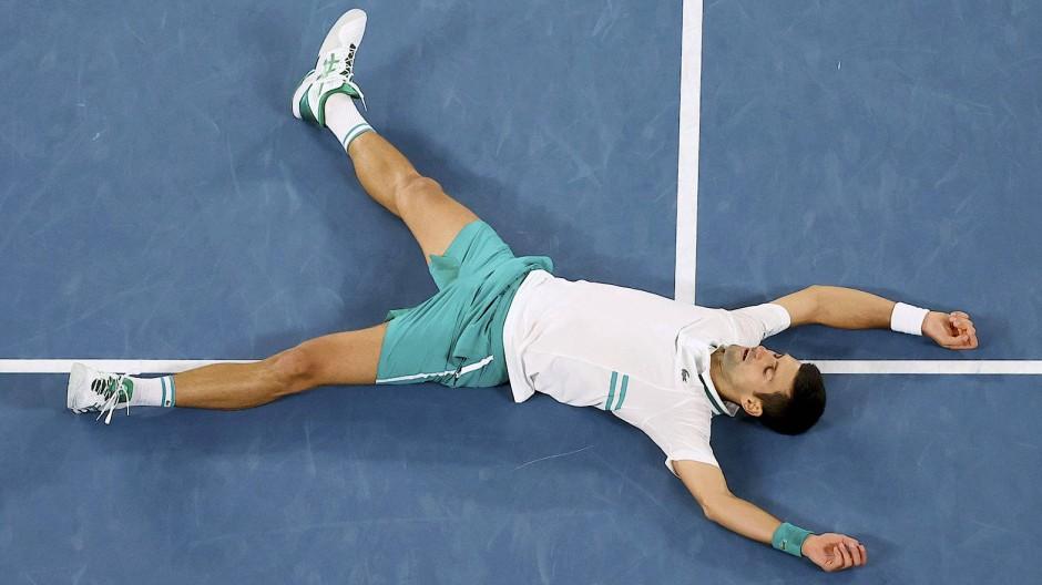 Niedergestreckt: Die Australian Open haben viel von Djokovic abverlangt.