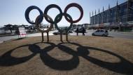 Die Olympischen Ringe sind in Südkorea jedenfalls schon zu sehen.