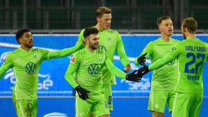 Wolfsburg mit Wucht auf Platz drei