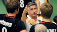 Aus nach der Vorrunde: Bundestrainer Lozano (Mitte) arbeitet nun auf Bewährung
