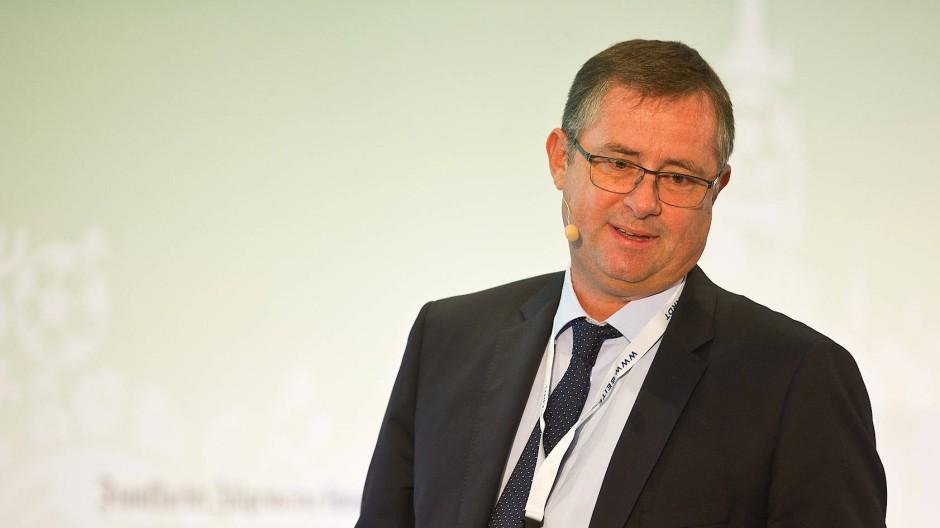 F.A.Z.-Herausgeber Holger Steltzner: Financial Fairplay der Uefa scheint nicht zu funktionieren.