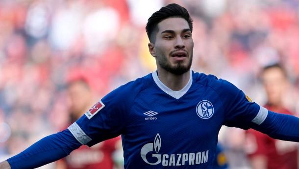 Schalke holt den Sieg im Abstiegskrimi