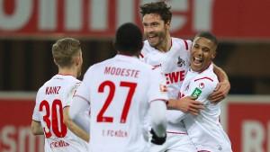 Die Kölner Fans singen schon vom Europapokal