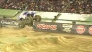 Monster Truck macht Salto vorwärts