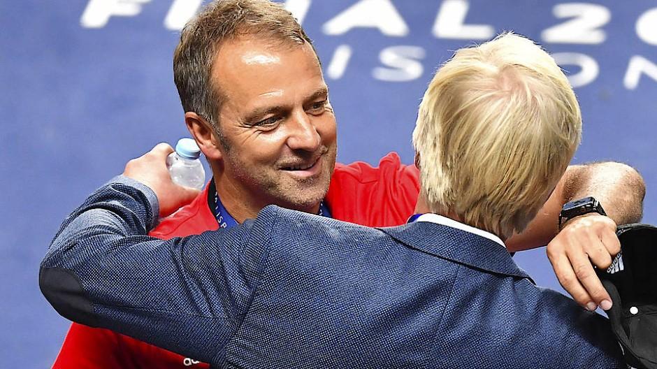 Trainer Hansi Flick (links) und der zukünftige Vorstandschef Oliver Kahn (Bild vom Champions-League-Finale aus dem August 2020)