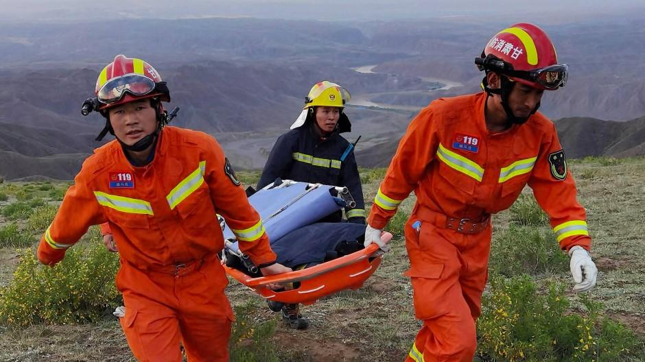 Rettungskräfte sind auf dem Weg zu den Läufern. Für einige kam jedoch jede Hilfe zu spät.
