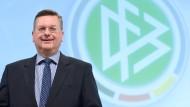 Der neue DFB-Präsident Reinhard Grindel ist stolz auf die bisherige Aufklärung der WM-Affäre.