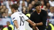 Löw hält an Özil und Müller fest