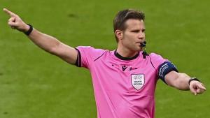 Schiedsrichter Brych tritt von großer Fußball-Bühne ab